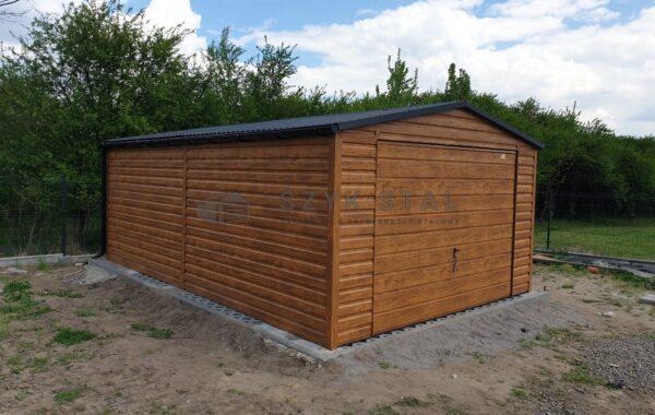 Garaż blaszany 4x6m, złoty dąb, 1x brama uchylna, czarne rynny, czarny dach, FILC, pełne okucia