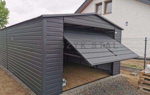 Garaż 4x8m, antracyt RAL7016MAT, 1x brama uchylna, 1x drzwi, dach trapez RAL 7016MAT